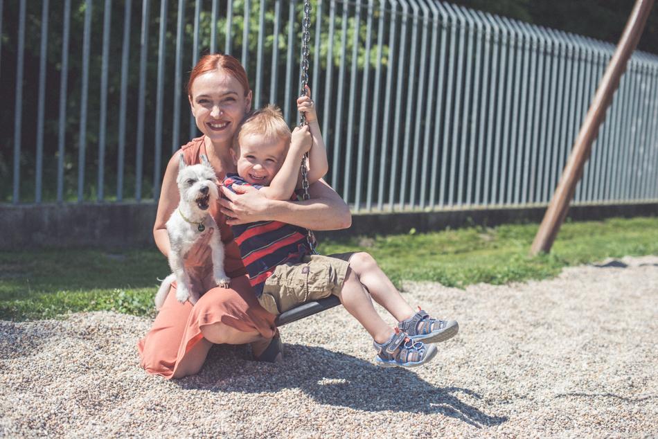 Zuzana Stanová so psom a synom