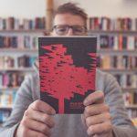 Mišo Hudák: Nie je v ľudských silách prečítať všetky skvelé knihy. Tie, ktoré ma nezaujmú do 100 strán, zatváram