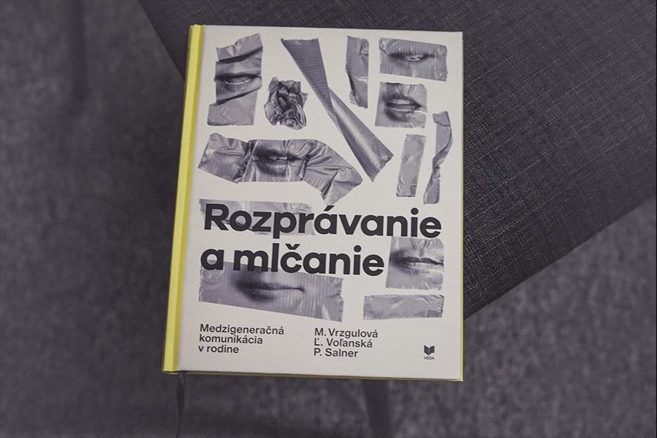 Kniha Rozprávanie a mlčanie od Moniky Vrzgulovej a kolektívu.