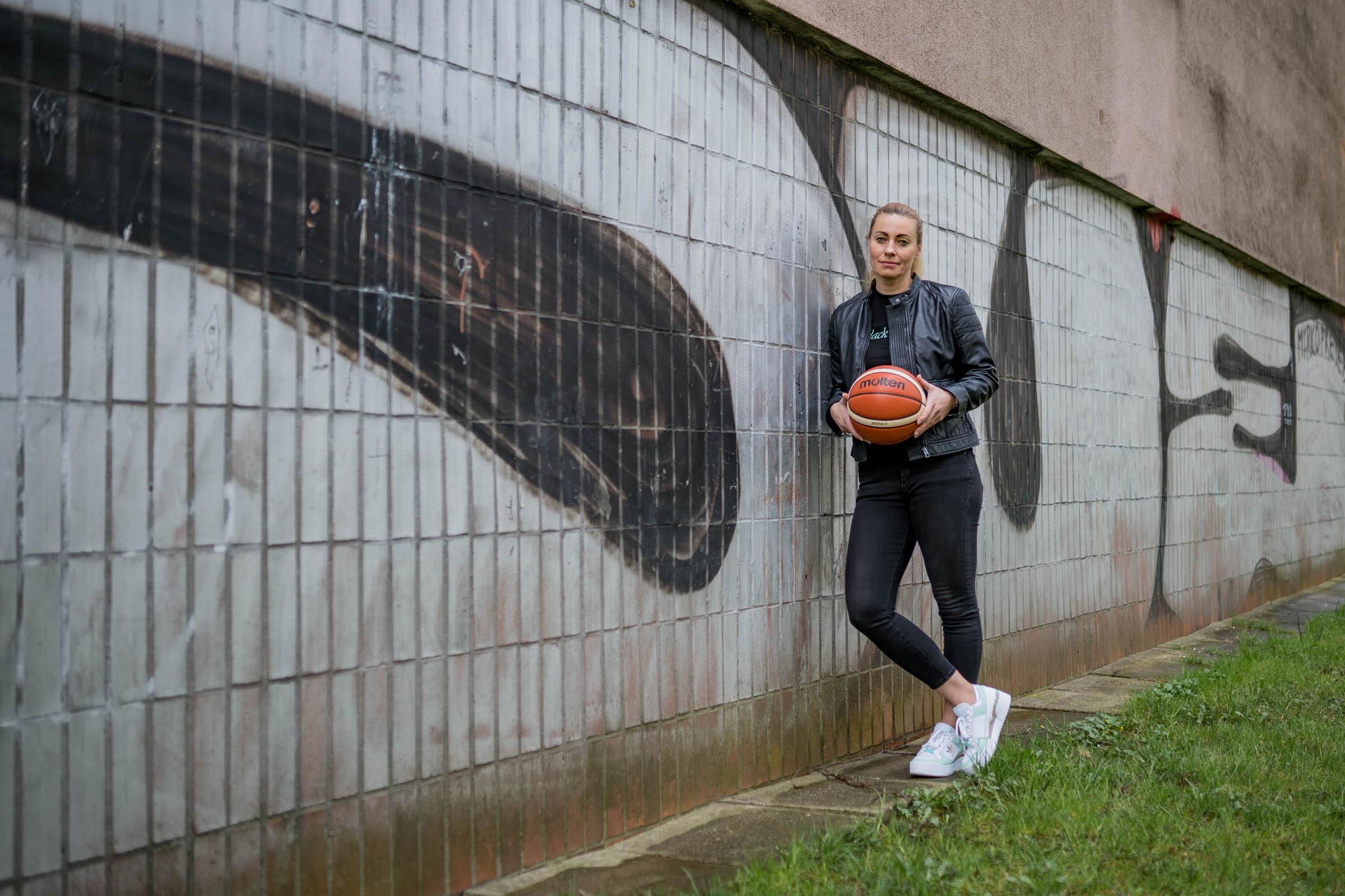 Zuzana Zirkova lopta
